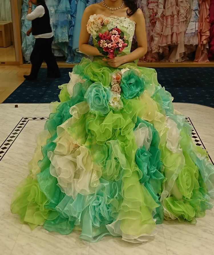 グリーンベースのカラードレス