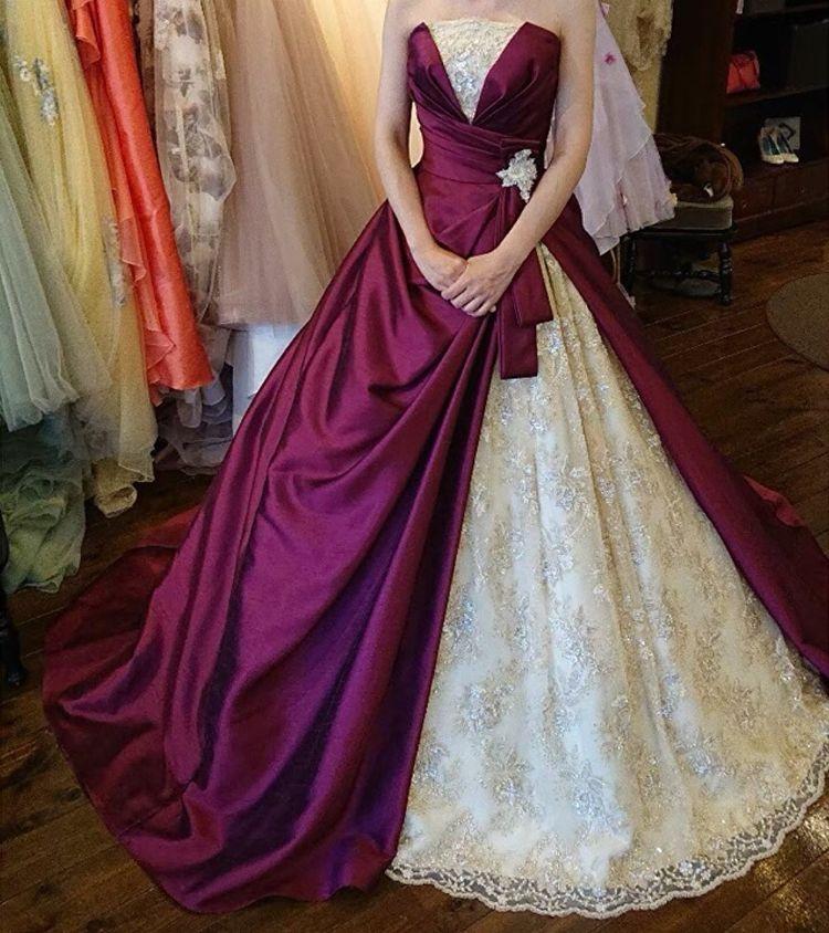 ワインレッドのドレス