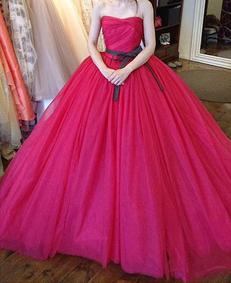 ピンクのボリュームドレス
