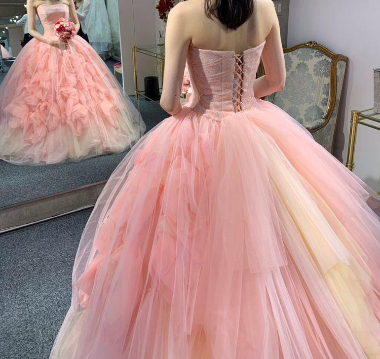 立体的なバラの優しい雰囲気のドレス