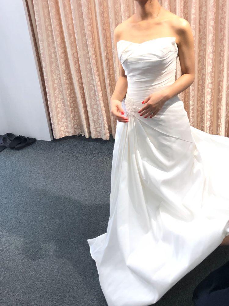 シンプルな編み上げドレス