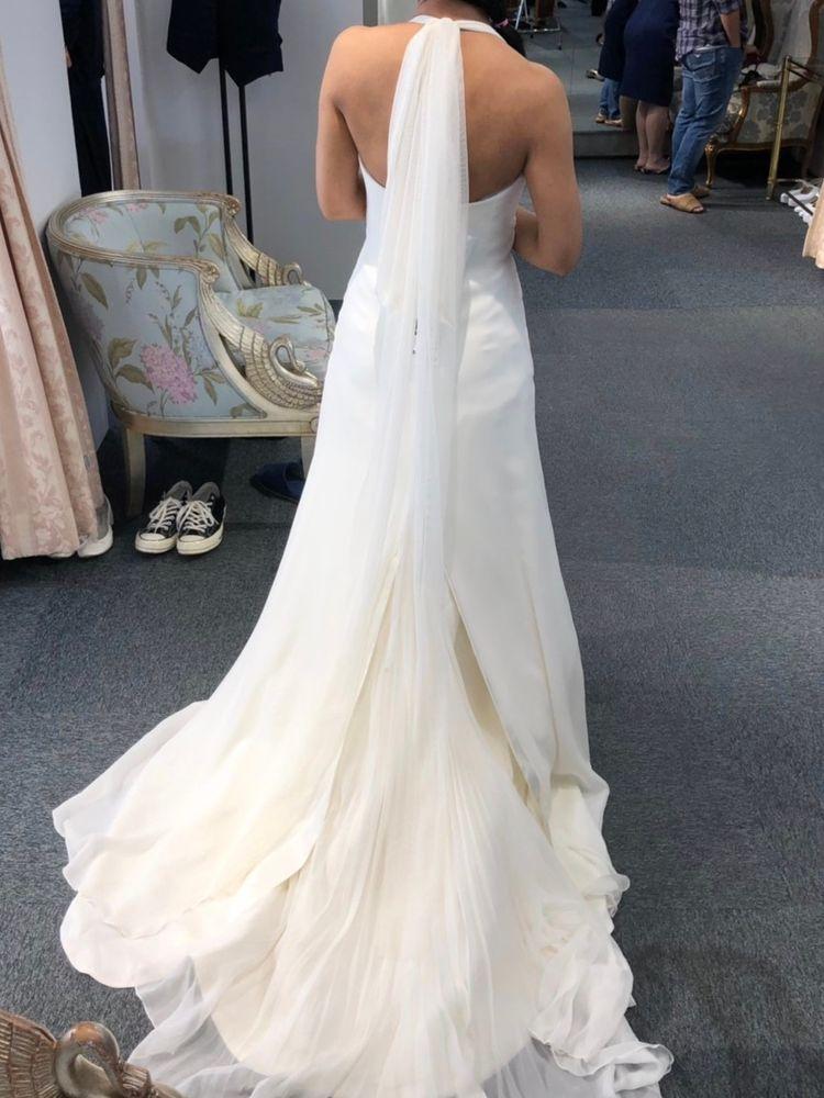 ストンとしたシルエットが綺麗なドレス