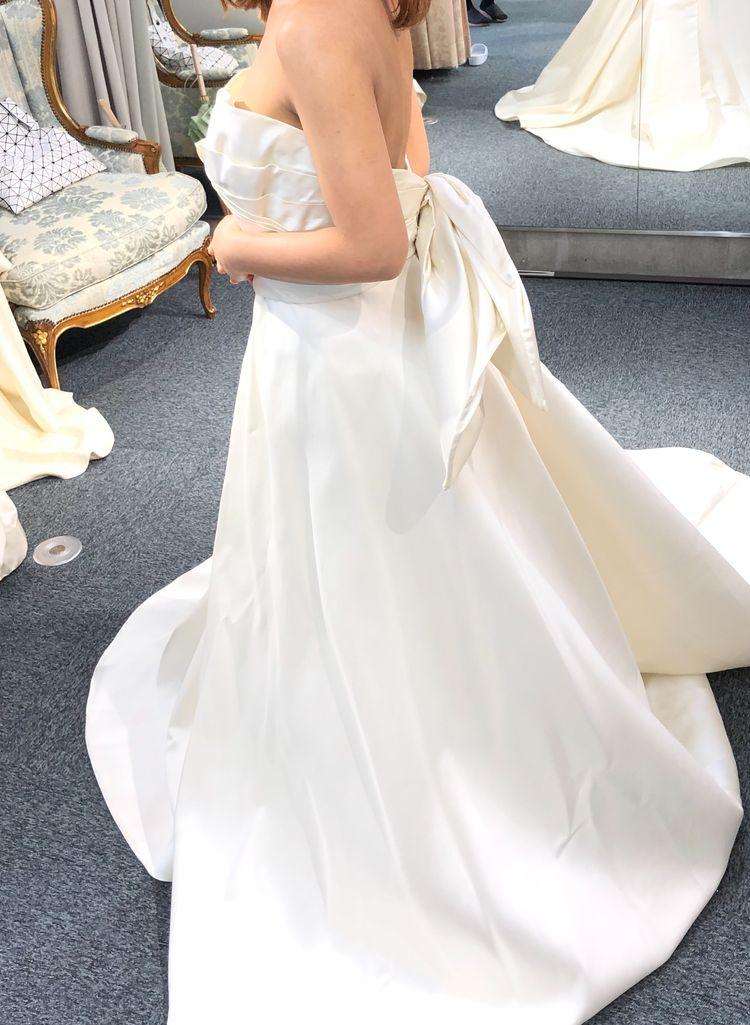 胸元と背中が可愛らしいドレス