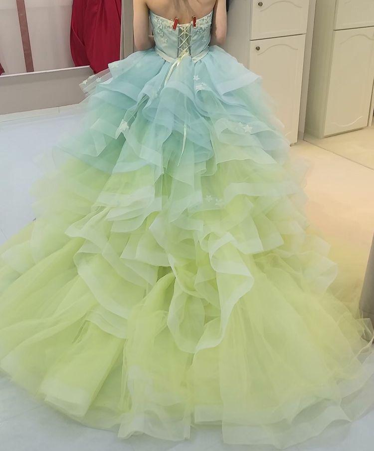爽やかな色味のグラデーションドレス