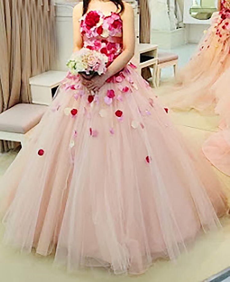 華やかな花びらドレス