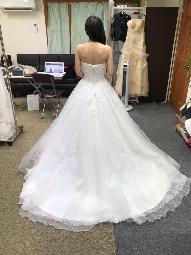 アシンメトリーなドレス
