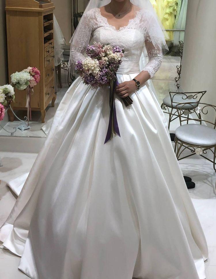 上品でフェミニンな袖有りのドレス!