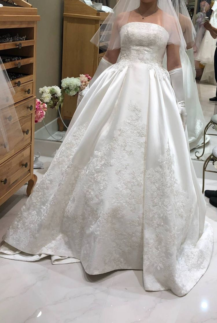クラシカルな挙式にぴったりの豪華なウェディングドレス!