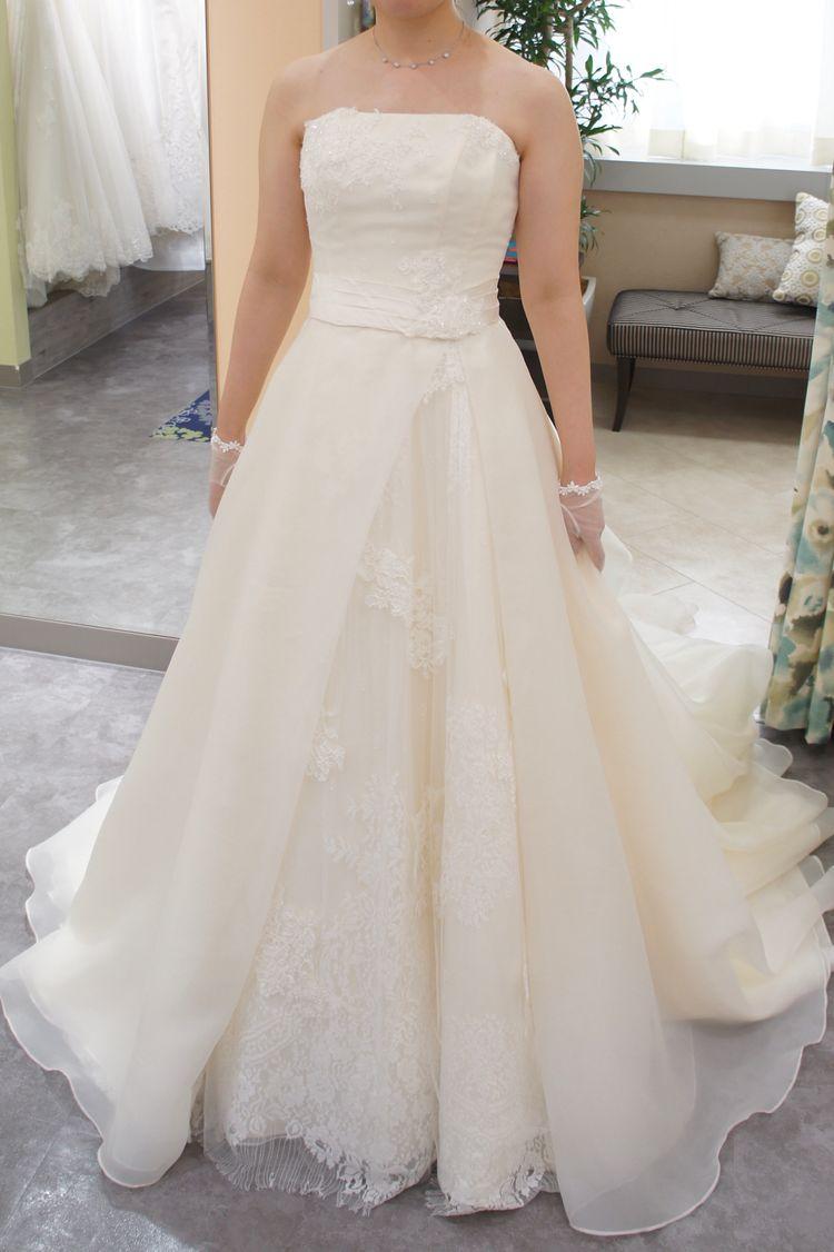 アシンメトリーなシンプル可愛いドレス