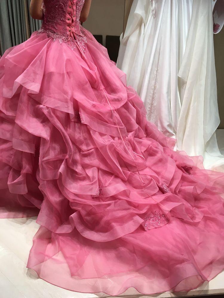 ピンク色のゴージャスなドレス