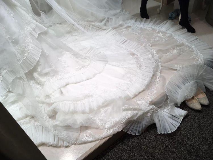 サテン生地ドレス