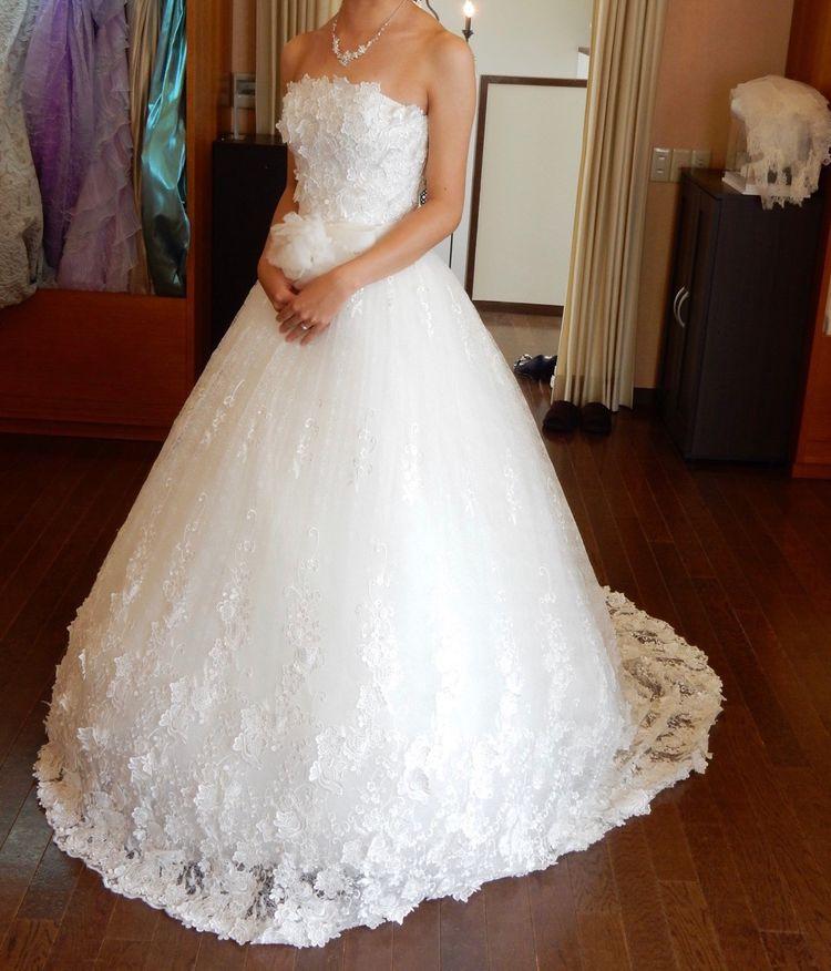 総刺繍で豪華なドレス