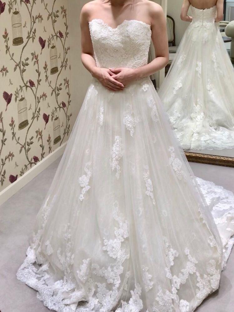 シンプルラインで細く見えるドレス