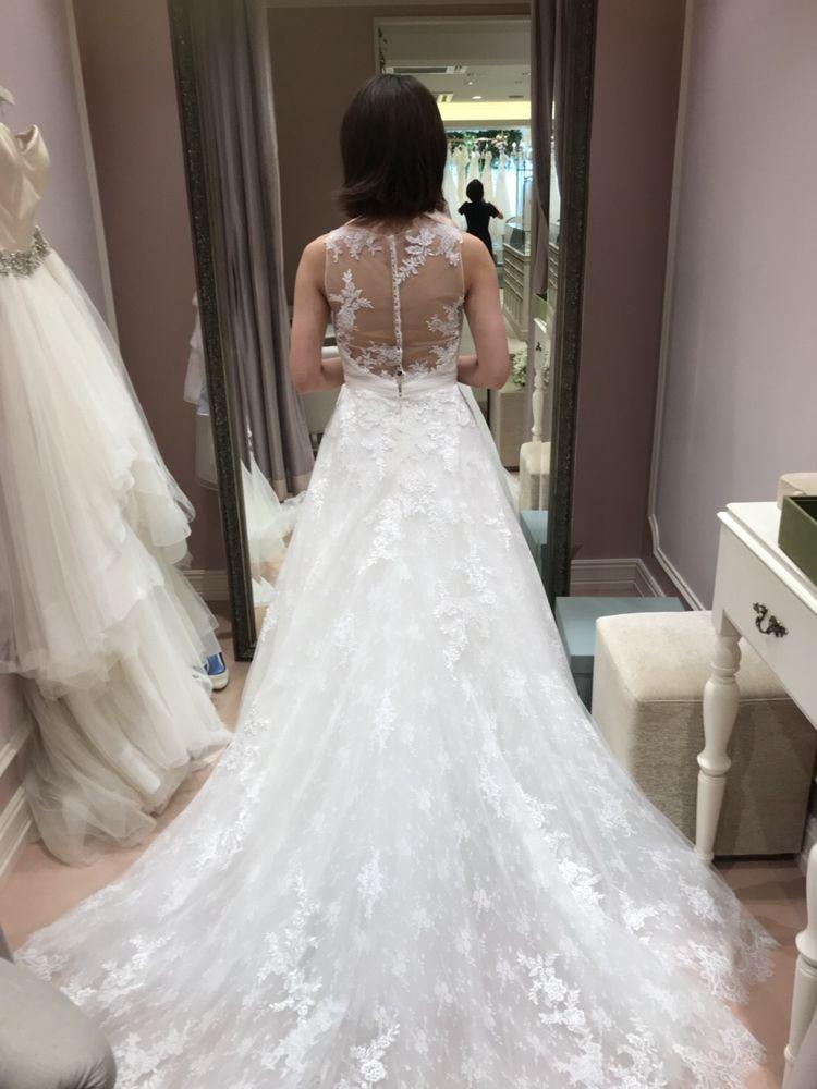 Vネック調のウェディングドレス