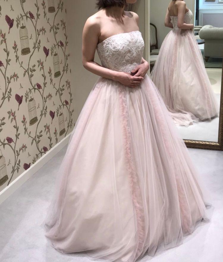 薄ピンクのカラードレス