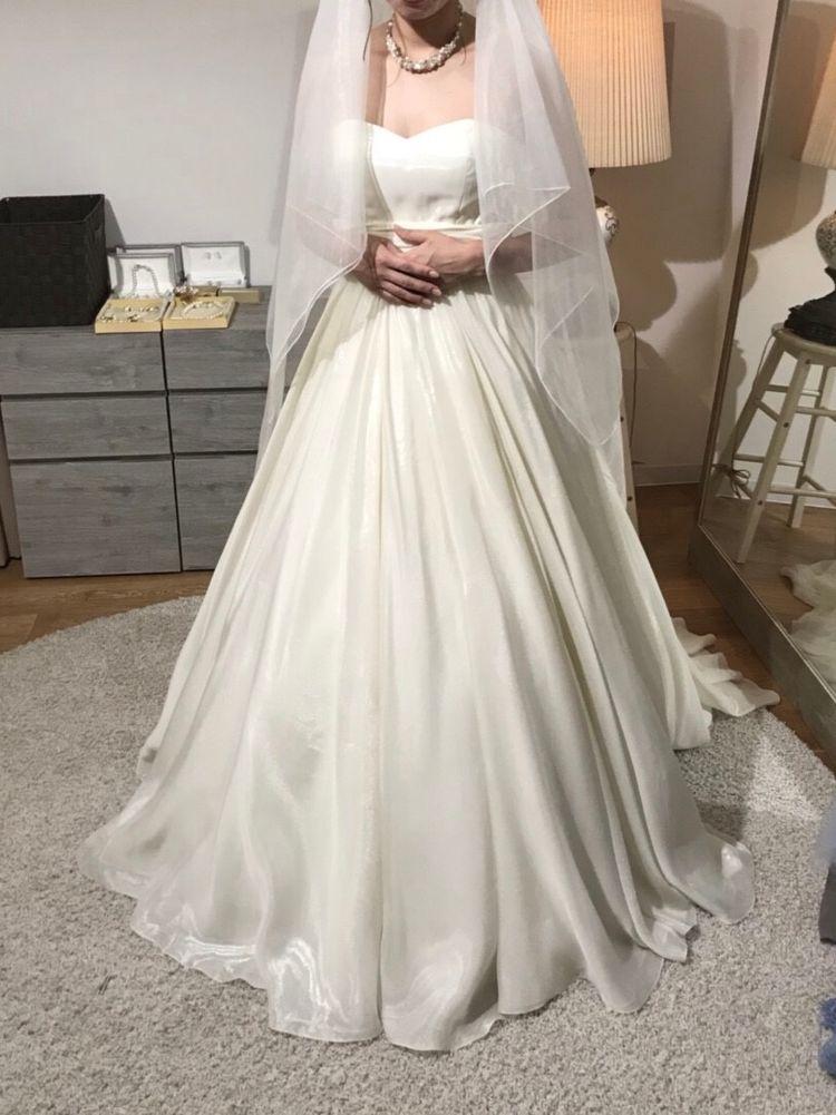 シンプルなウェディングドレス