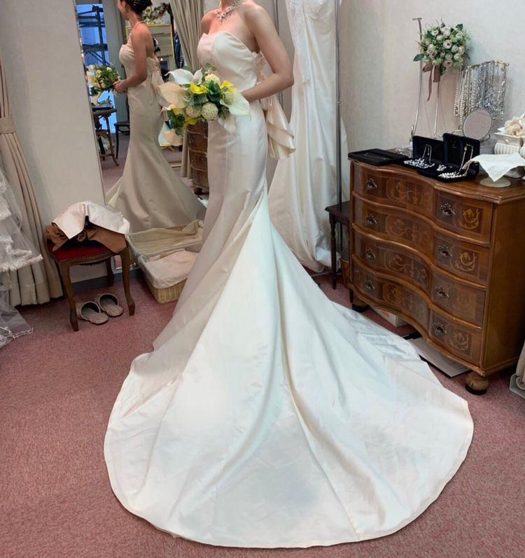 後ろ姿がかわいいドレス