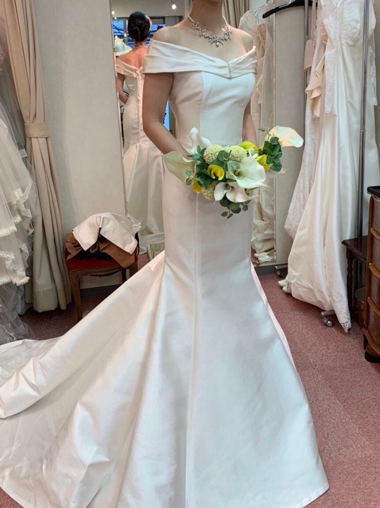 ロールカラーのマーメイドドレス