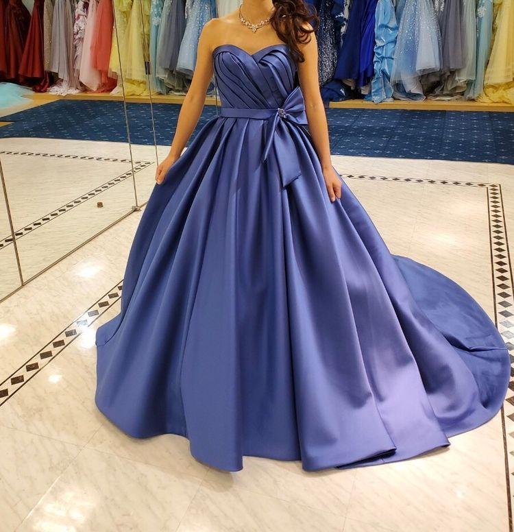 ロイヤルブルーが綺麗なクラシカルドレス