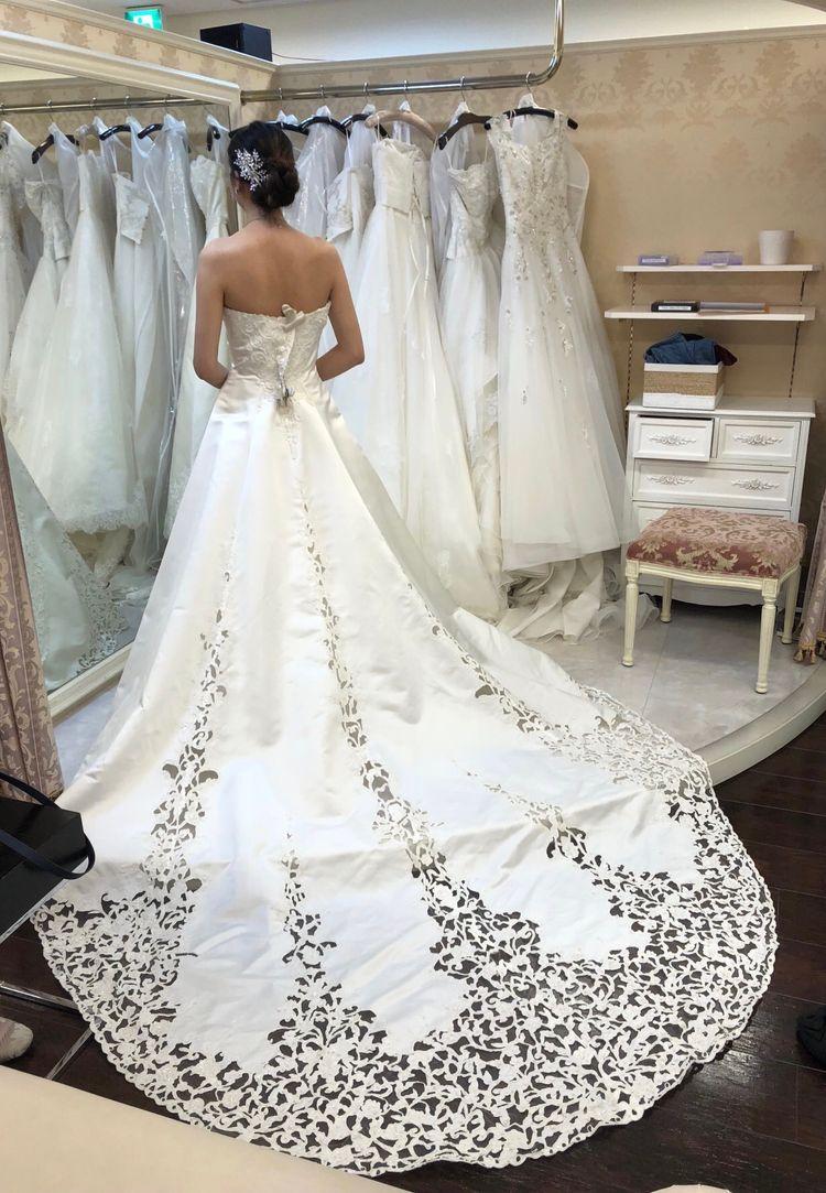 高貴な印象のドレス