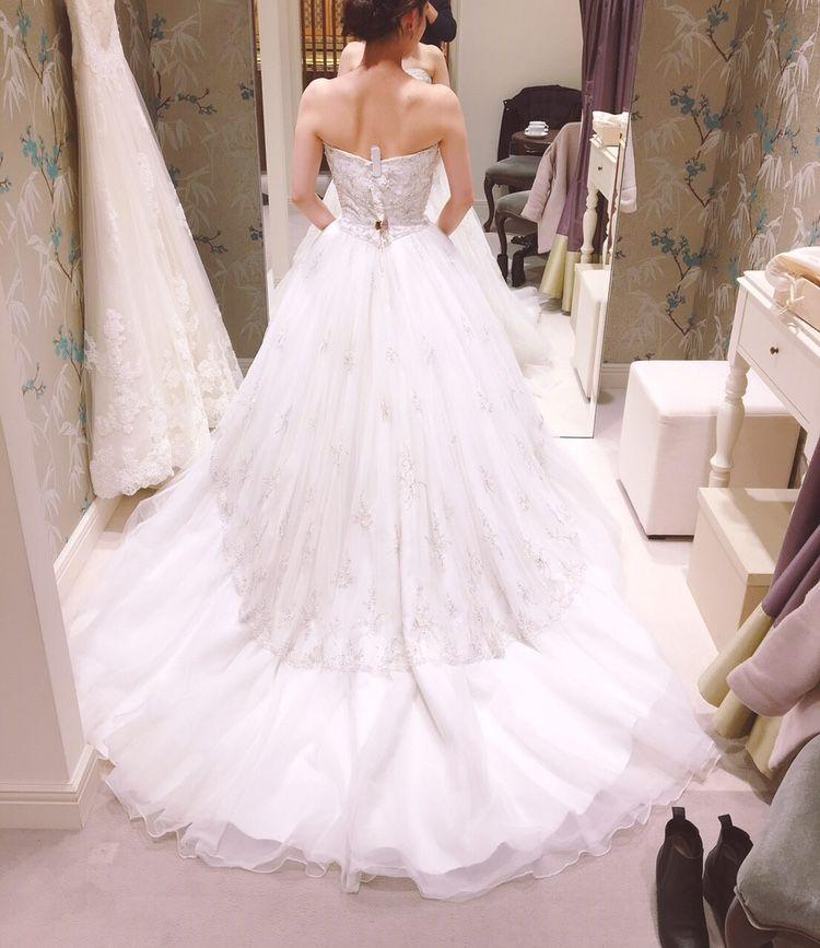 ビジューとチュールのかわいいドレス