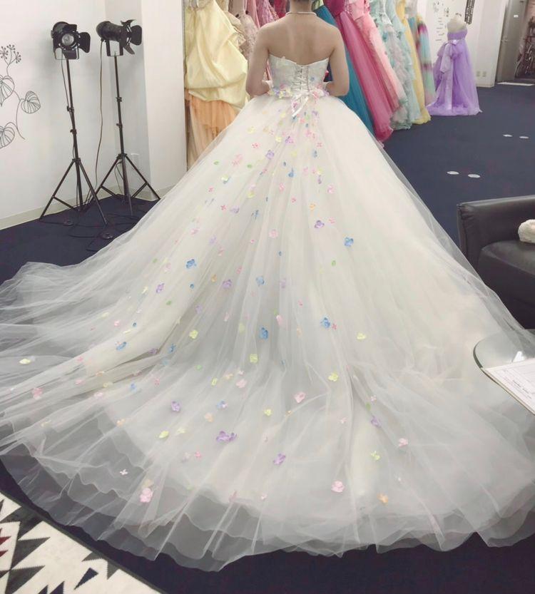 お花が可愛いウェディングドレス