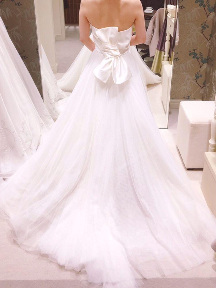 サテンとチュールのシンプルなドレス