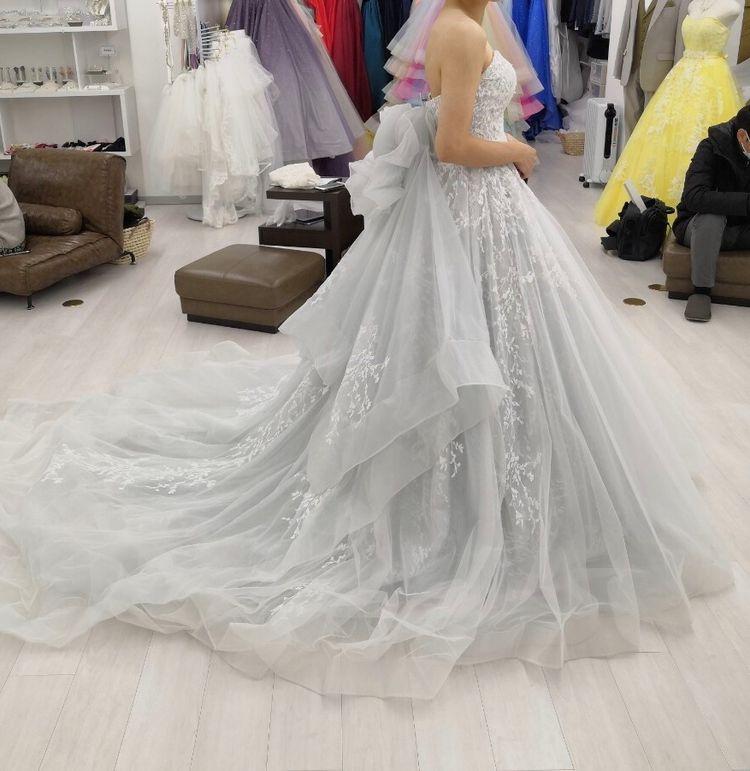 グレーのドレス