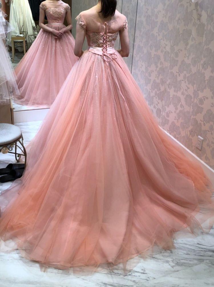 サーモンピンクのカクテルドレス