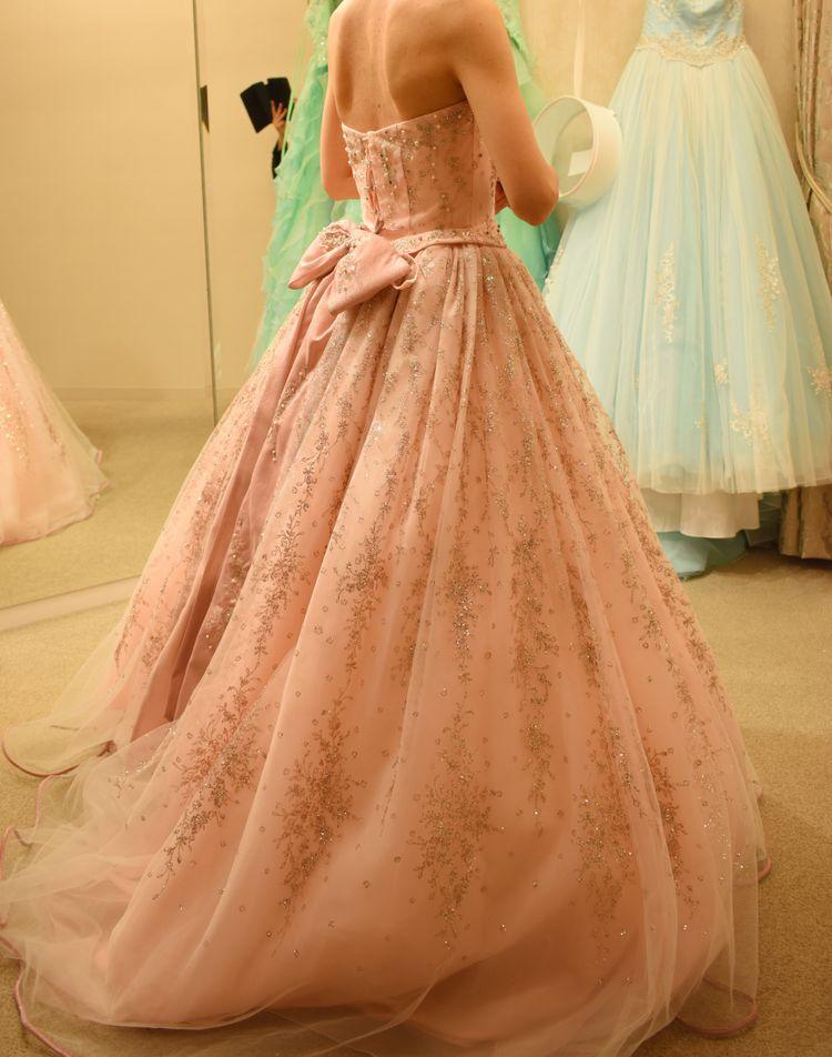 ピンクのキラキラドレス
