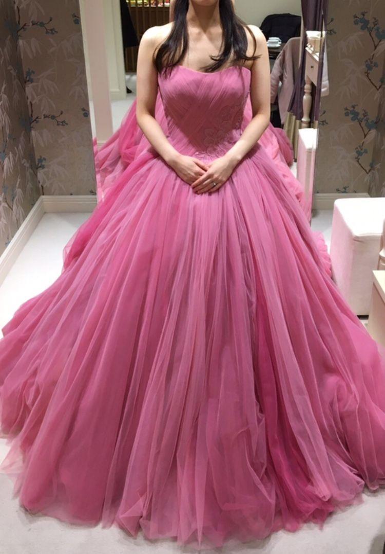 ボリューミーで華やかなドレス