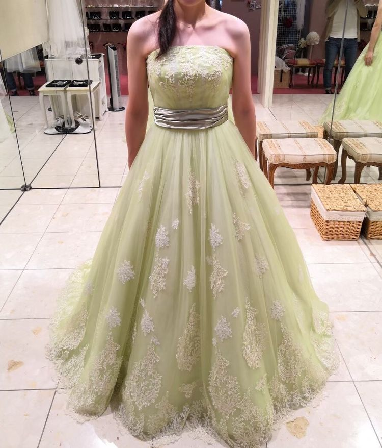 グリーンカラードレス