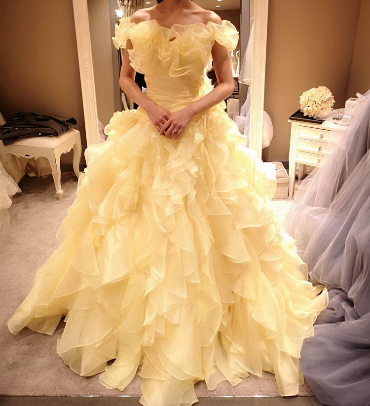 ベルっぽい黄色ドレス