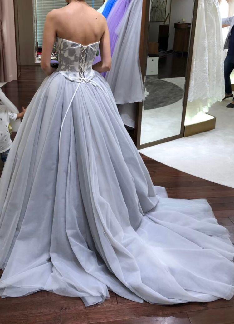 イサムモリタのグレーカラードレス