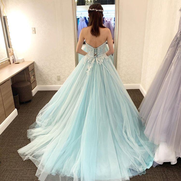 ミントグリーンのかわいいドレス