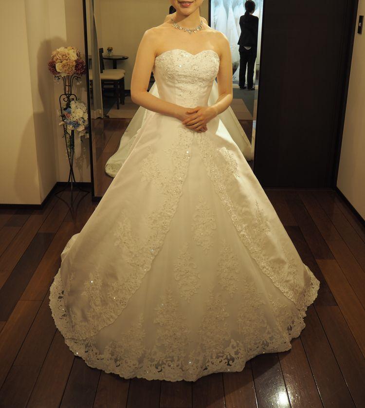 刺繍が美しいビスチェタイプのドレス