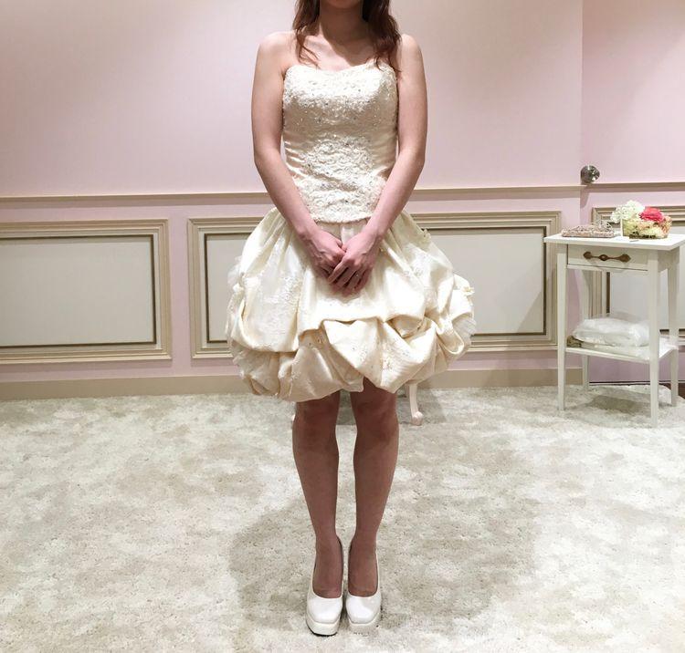 ミニスカートに変身できるウェディングドレス