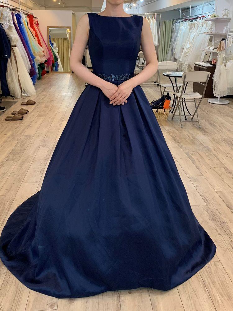 シンプルな大人のドレス