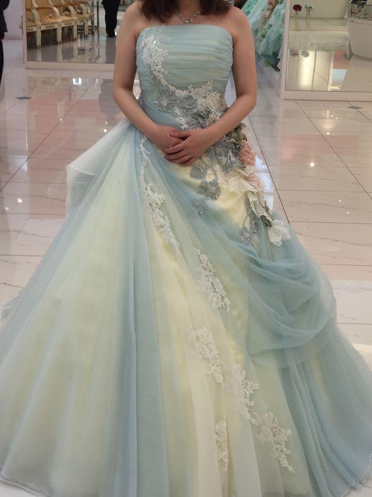 優しい雰囲気になるカラードレス