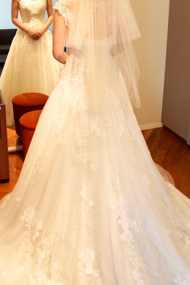 清楚な雰囲気のドレス