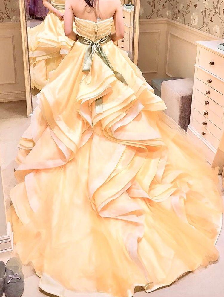 ひまわりのような黄色のドレス