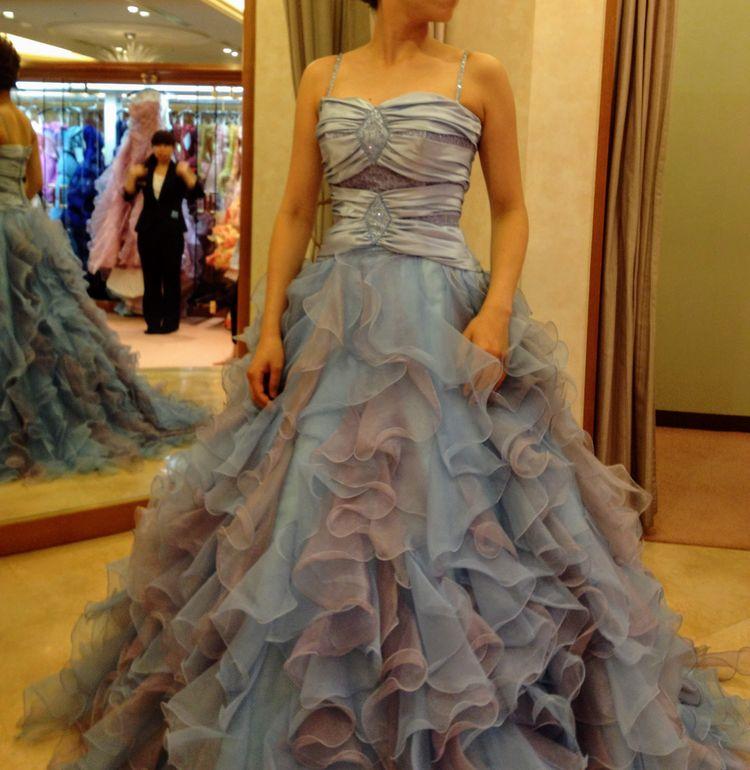 パステルブルーのドレス