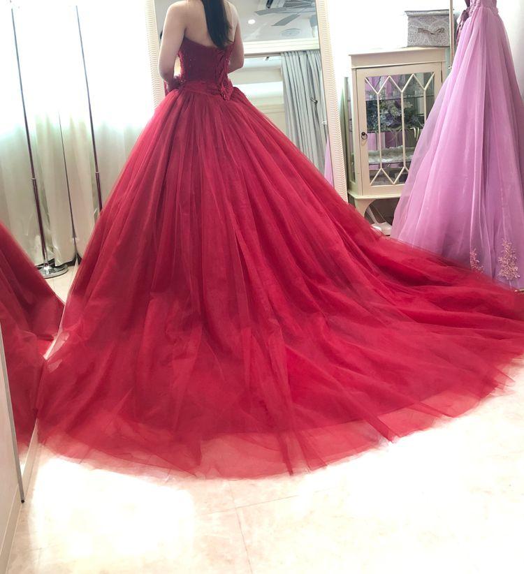 シックでボリューム感のあるドレス
