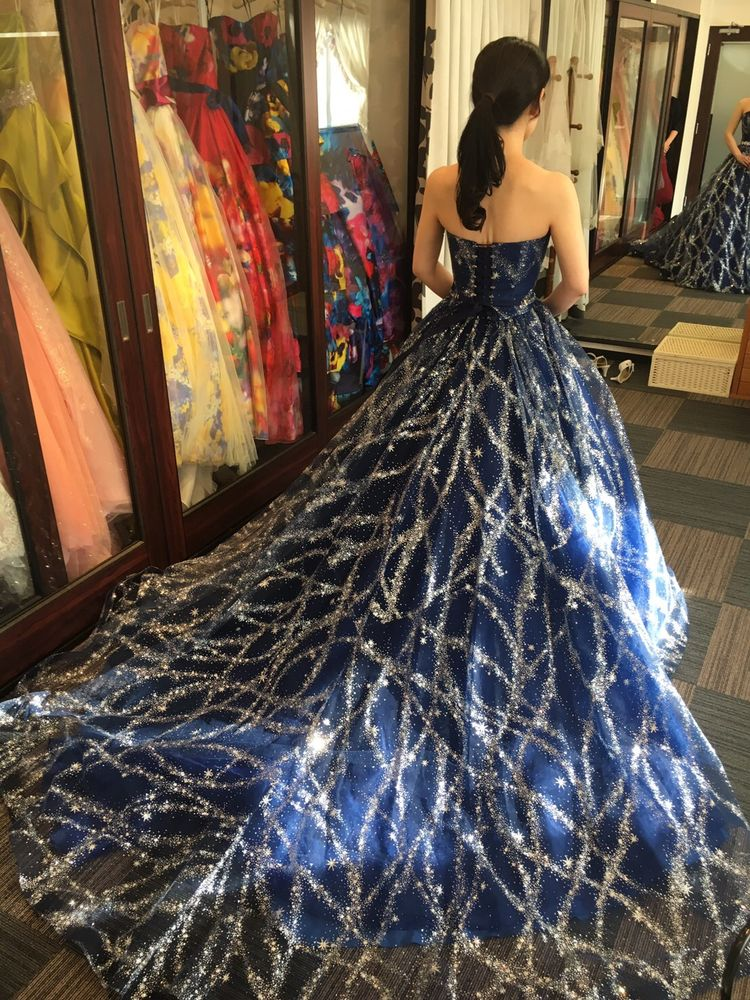 銀河のようにキラキラしたドレス