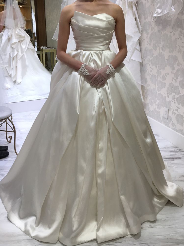 大人っぽいデザインのドレス