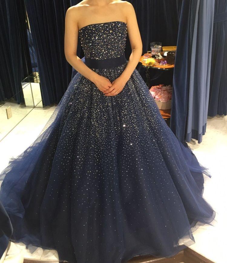 チュールがフワフワなネイビーのドレス