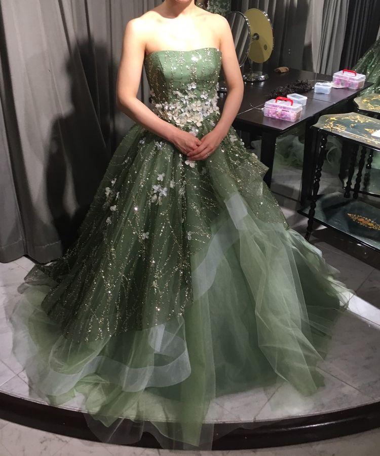 優しいグリーンが印象的なドレス