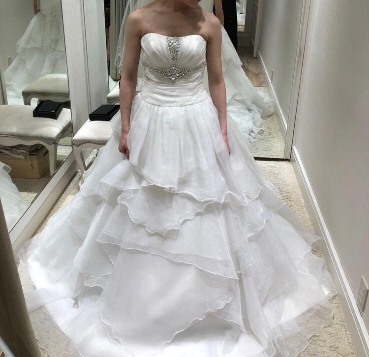 胸元のビジューが素敵なドレスです!