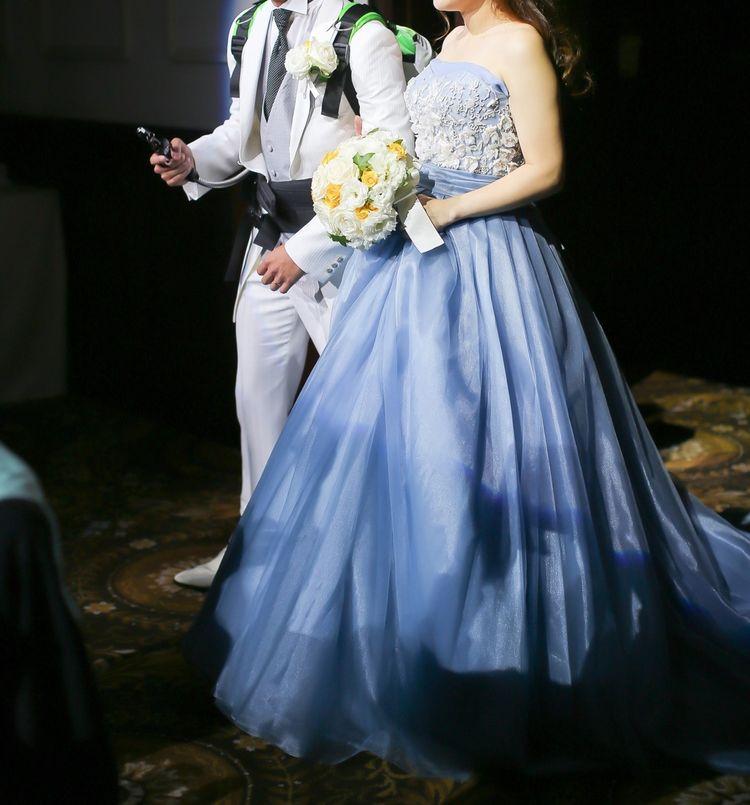 青のカラードレスで夏らしく爽やかな印象に♪