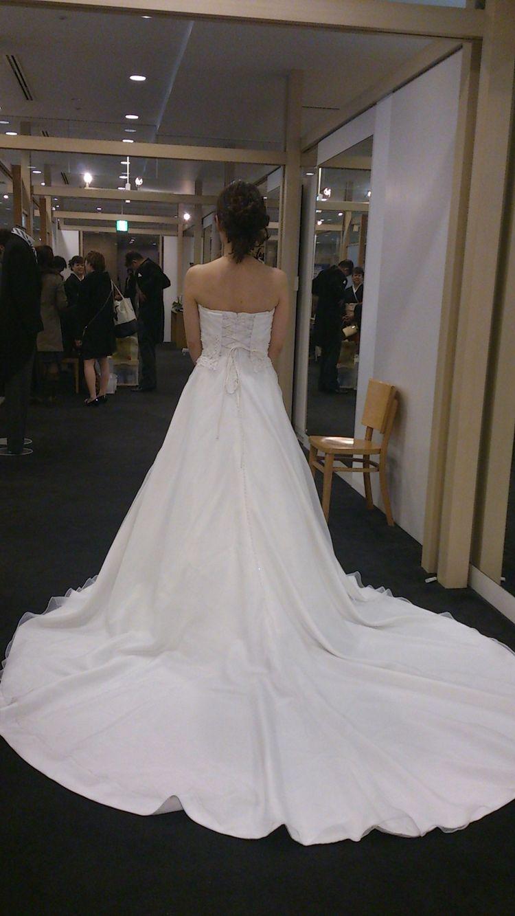 身長が低くても綺麗に着ることができたAラインの大人なドレス。